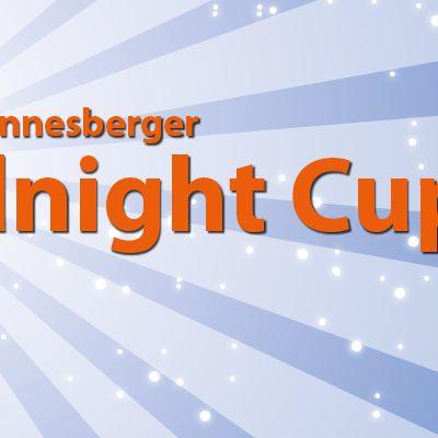 Postermotiv 09 Midnight Cup vom TC Johannesberg: Tennisball scheint wie Mond in der Nacht und strahlt wie eine Flutlicht. Silhouette von Tennisspielerin die aufschlägt